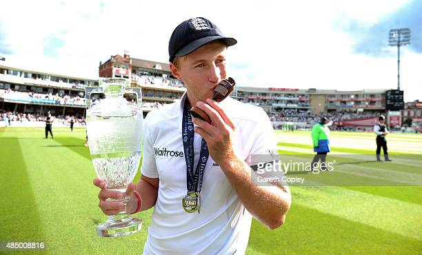 Joe Root kisses the urn as England celebrate winning the ashes after day four of the 5th Investec Ashes Test match between England and Australia at...