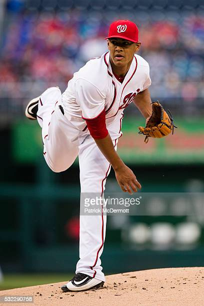 Joe Ross of the Washington Nationals throws a pitch to a Detroit Tigers batter in the first inning during a MLB baseball game at Nationals Park on...