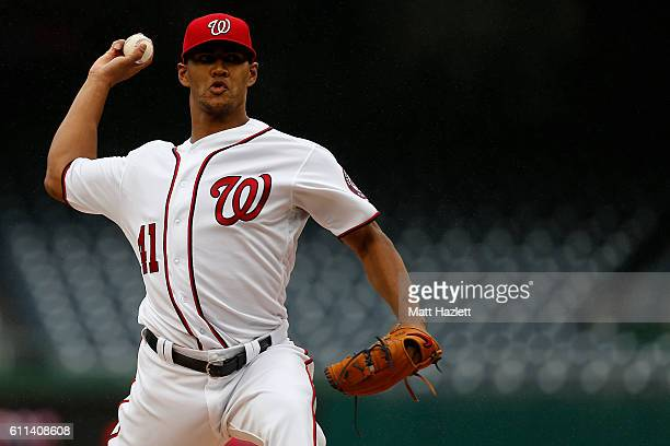 Joe Ross of the Washington Nationals works in the first inning against the Arizona Diamondbacks at Nationals Park on September 29 2016 in Washington...
