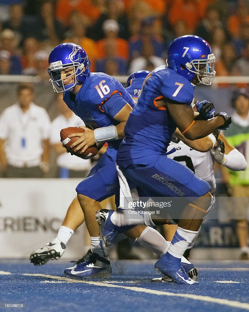 Joe Southwick #16 of the Boise State Broncos fakes a handoff to D.J. Harper #7 during the game against the BYU Cougars at Bronco Stadium on September 20, 2012 in Boise, Idaho.