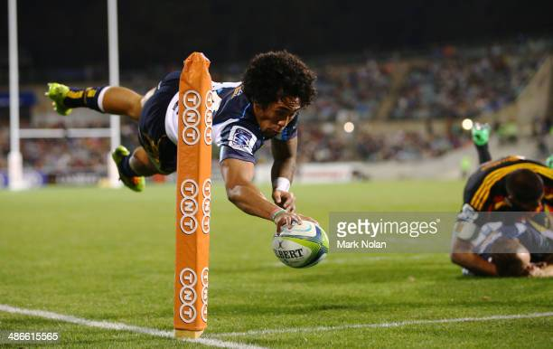 Joe Tomane of the Brumbies scores a try during the round 11 Super Rugby match between the Brumbies and the Chiefs at Canberra Stadium on April 25...