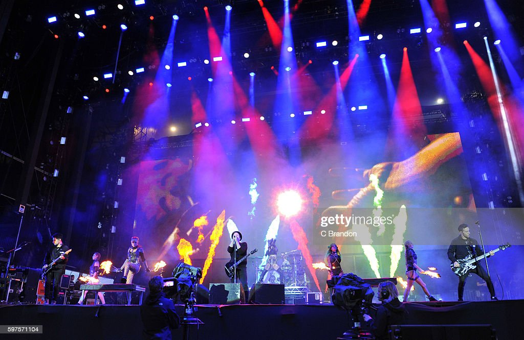 Joe Trohman Patrick Stump Andy Hurley and Pete Wentz of Fall Out Boy perform on stage during Day 3 of the Reading Festival at Richfield Avenue on...