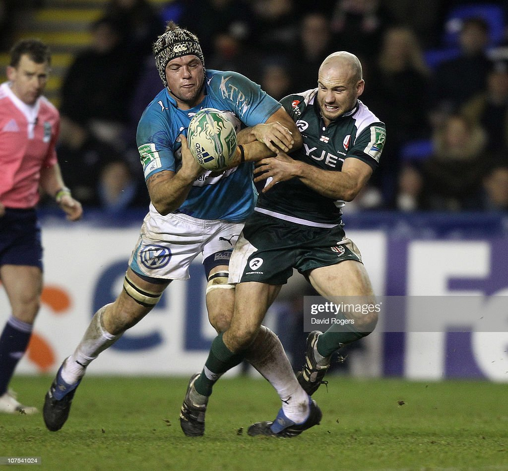 Joe van Niekerk of Toulon (L) is challenged by Paul Hodgson to the loose ball during the Heineken Cup Pool 3 match between London Irish and Toulon at Madejski Stadium on December 12, 2010 in Reading, England.