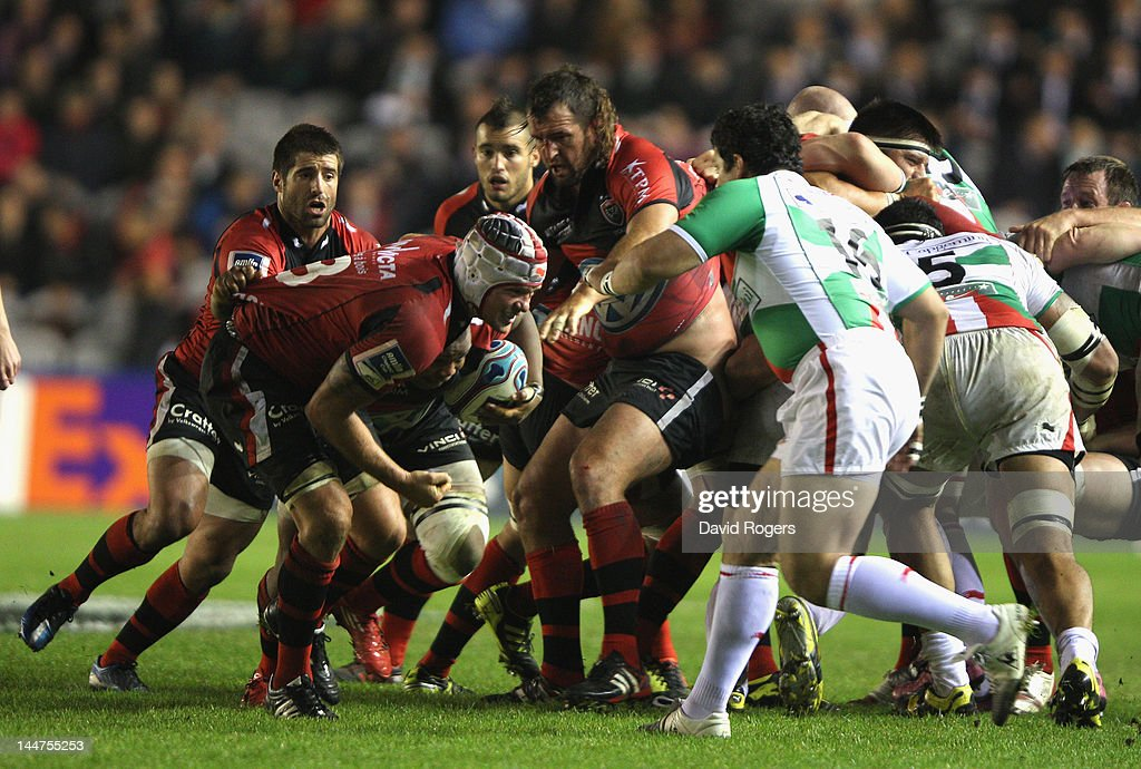 <a gi-track='captionPersonalityLinkClicked' href=/galleries/search?phrase=Joe+van+Niekerk&family=editorial&specificpeople=225015 ng-click='$event.stopPropagation()'>Joe van Niekerk</a> of Toulon runs with the ball during the Amlin Challenge Cup Final between Biarritz Olympique and RC Toulon at the Stoop on May 18, 2012 in London, United Kingdom.