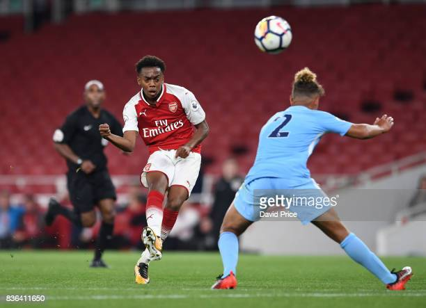 Joe Willock of Arsenal shoots under pressure from Joel Latibeaudiere of Man City during the match between Arsenal U23 and Manchester City U23 at...