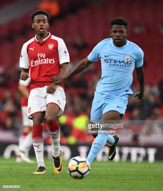 Joe Willock of Arsenal takes on Tomiwa DeleBashiru of Man City during the Premier League 2 match between Arsenal and Manchester City at Emirates...