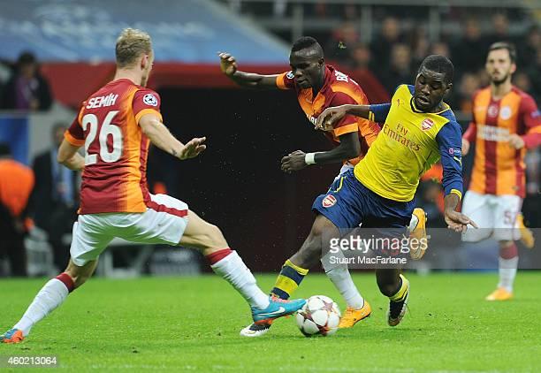 Joel Campbell of Arsenal challenged by Bruma Semih Kaya of Galatasaray during the UEFA Champions League match between Galatasaray and Arsenal at the...