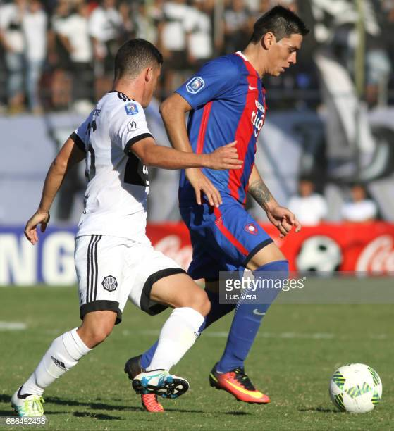 Joel Gimenez of Cerro Porteño fights for the ball with Richard Sanchez of Olimpia during a match between Olimpia and Cerro Porteño as part of the...