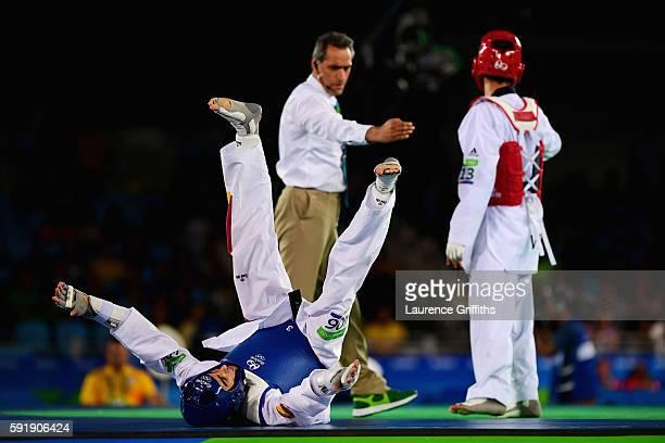 Joel Gonzalez Bonilla of Spain celebrates defeating Edgar Contreras of Venezuela during the men's 68kg Bronze Medal Taekwondo contest at the Carioca...