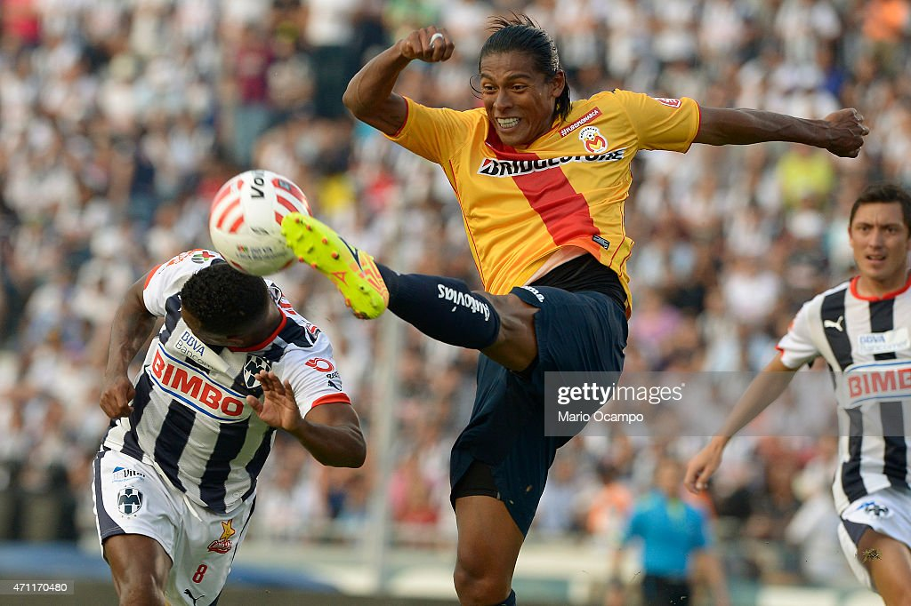 <a gi-track='captionPersonalityLinkClicked' href=/galleries/search?phrase=Joel+Huiqui&family=editorial&specificpeople=875917 ng-click='$event.stopPropagation()'>Joel Huiqui</a> of Morelia kicks the ball over Dorlan Pabon of Monterrey during a match between Monterrey and Morelia as part of 15th round of Clausura 2015 Liga MX at Tecnologico Stadium, on April 25, 2015 in Monterrey, Mexico.