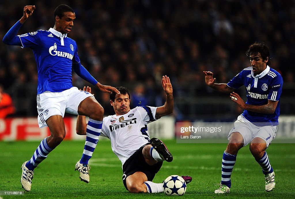 Joel Matip and Raul Gonzalez of Schalke are challenged by Dejan Stankovic of Inter during the UEFA Champions League quarter final second leg match...