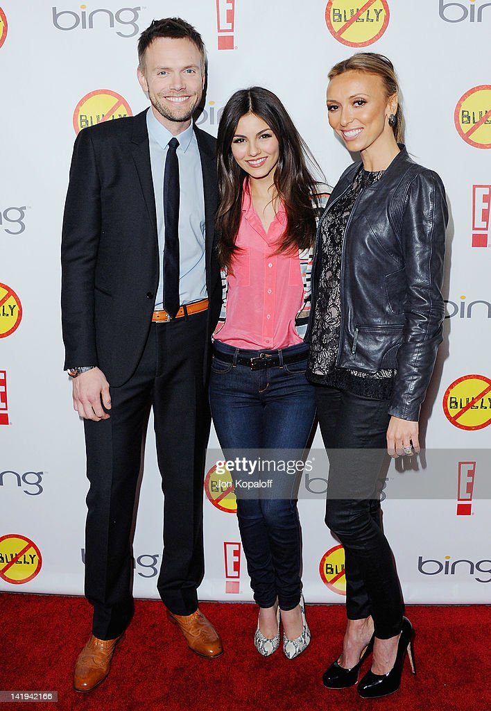 <a gi-track='captionPersonalityLinkClicked' href=/galleries/search?phrase=Joel+McHale&family=editorial&specificpeople=754384 ng-click='$event.stopPropagation()'>Joel McHale</a>, <a gi-track='captionPersonalityLinkClicked' href=/galleries/search?phrase=Victoria+Justice&family=editorial&specificpeople=569887 ng-click='$event.stopPropagation()'>Victoria Justice</a> and <a gi-track='captionPersonalityLinkClicked' href=/galleries/search?phrase=Giuliana+Rancic&family=editorial&specificpeople=556124 ng-click='$event.stopPropagation()'>Giuliana Rancic</a> pose at the Los Angeles Premiere 'Bully' at Mann Chinese 6 on March 26, 2012 in Los Angeles, California.