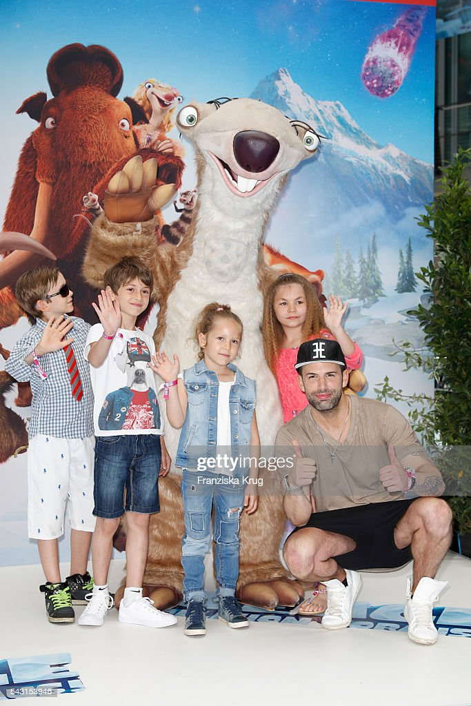 <a gi-track='captionPersonalityLinkClicked' href=/galleries/search?phrase=Joelina+Drews&family=editorial&specificpeople=7427300 ng-click='$event.stopPropagation()'>Joelina Drews</a> attends the 'Ice Age - Kollision Voraus' German Premiere at CineStar on June 26, 2016 in Berlin, Germany.