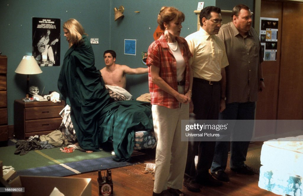Joelle Carter and Jason Biggs are caught in bed by parents Molly Cheek   Eugene Levy. Jason Biggs And Eugene Levy In  American Pie 2  Pictures   Getty