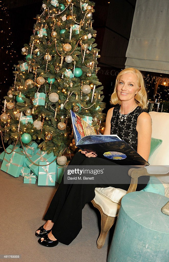 <a gi-track='captionPersonalityLinkClicked' href=/galleries/search?phrase=Joely+Richardson&family=editorial&specificpeople=201859 ng-click='$event.stopPropagation()'>Joely Richardson</a> reads to children as she officially opens the Tiffany & Co. Christmas Shop on Bond Street, London on November 24, 2013 in London, England.