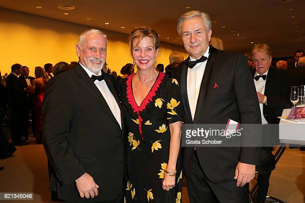 Joern Kubicki Margarita Broich and Klaus Wowereit during the 23rd Opera Gala at Deutsche Oper Berlin on November 5 2016 in Berlin Germany