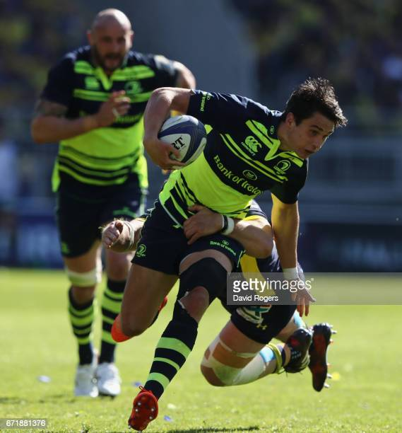Joey Carbery of Leinster breaks with the ball during the European Rugby Champions Cup semi final match between ASM Clermont Auvergne and Leinster at...