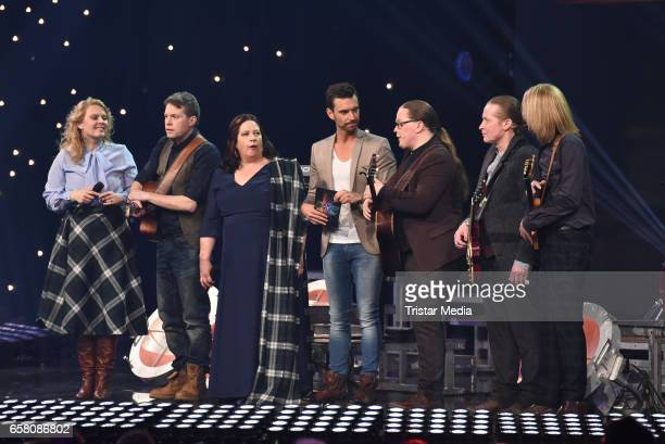 Joey Kelly Angelo Kelly Kathy Kelly Patricia Kelly Jimmy Kelly and John Kelly of the band 'The Kelly Family' with german moderator Florian...