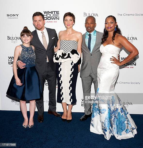 Joey King Channing Tatum Maggie Gyllenhaal Jamie Foxx and Garcelle Beauvais attend the 'White House Down' premiere at the Ziegfeld Theater on June 25...