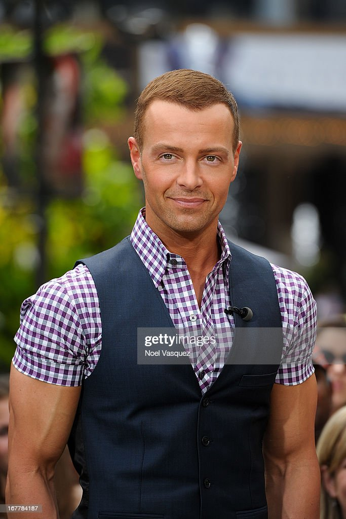 <a gi-track='captionPersonalityLinkClicked' href=/galleries/search?phrase=Joey+Lawrence&family=editorial&specificpeople=1521741 ng-click='$event.stopPropagation()'>Joey Lawrence</a> visits 'Extra' at The Grove on April 29, 2013 in Los Angeles, California.