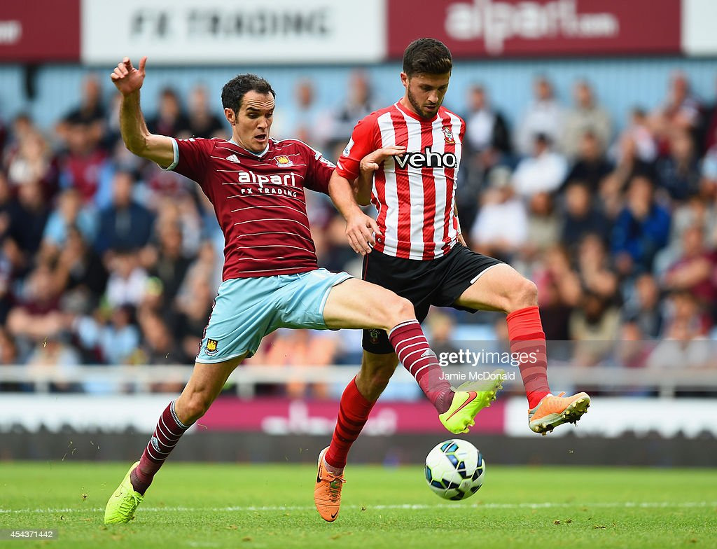 <a gi-track='captionPersonalityLinkClicked' href=/galleries/search?phrase=Joey+O%27Brien&family=editorial&specificpeople=639207 ng-click='$event.stopPropagation()'>Joey O'Brien</a> of West Ham tackles <a gi-track='captionPersonalityLinkClicked' href=/galleries/search?phrase=Graziano+Pelle&family=editorial&specificpeople=2333390 ng-click='$event.stopPropagation()'>Graziano Pelle</a> of Southampton during the Barclays Premier League match between West Ham United and Southampton at Boleyn Ground on August 30, 2014 in London, England.