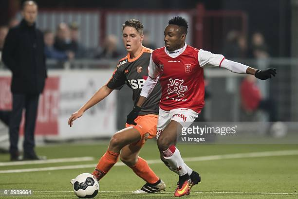 Joey Veerman of FC Volendam Kelechi Nwakali of MVVduring the Jupiler League match between MVV Maastricht and FC Volendam at the Geusselt on October...