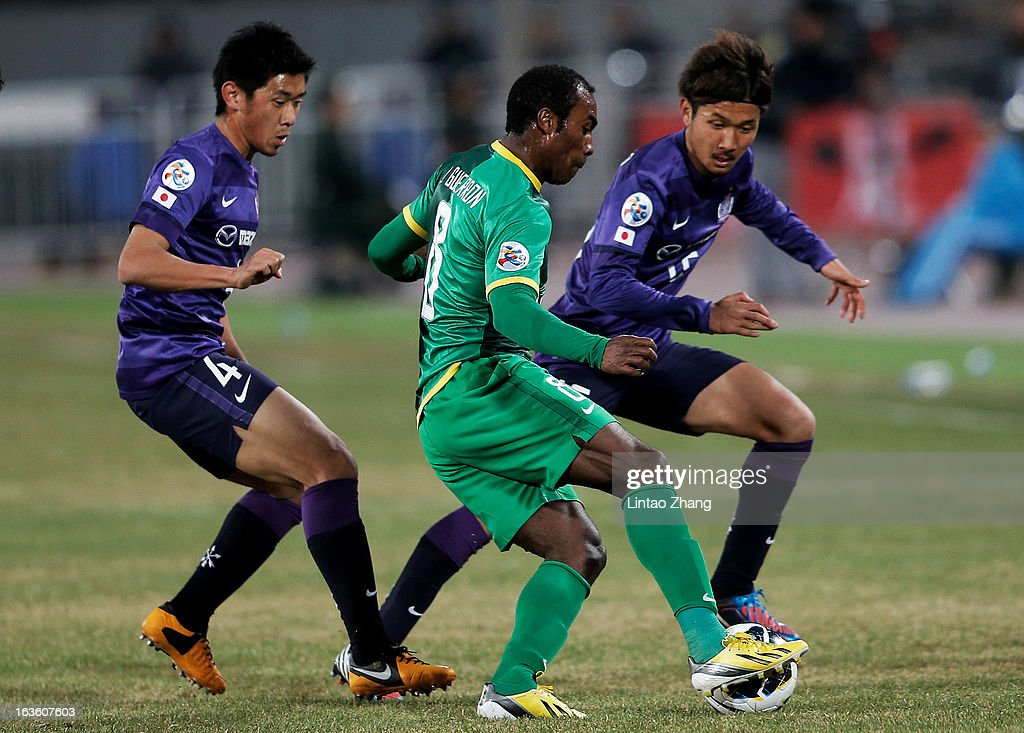 Joffre David Guerron Mendez (C) of Beijing Guoan controls the ball with Hiroki Mizumoto (L) and Gakuto Notsuda of Hiroshima Sanfrecce during the AFC Champions League Group match between Hiroshima Sanfrecce and Beijing Guoan at Beijing Workers' Stadium on March 13, 2013 in Beijing, China.
