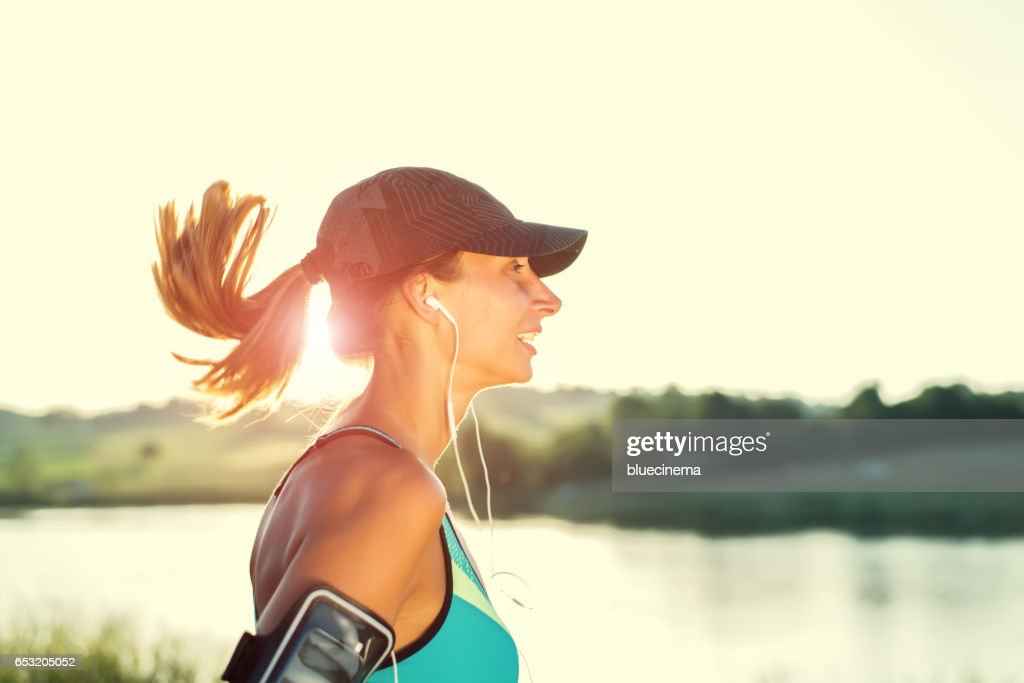 Jogging outdoors : Stockfoto