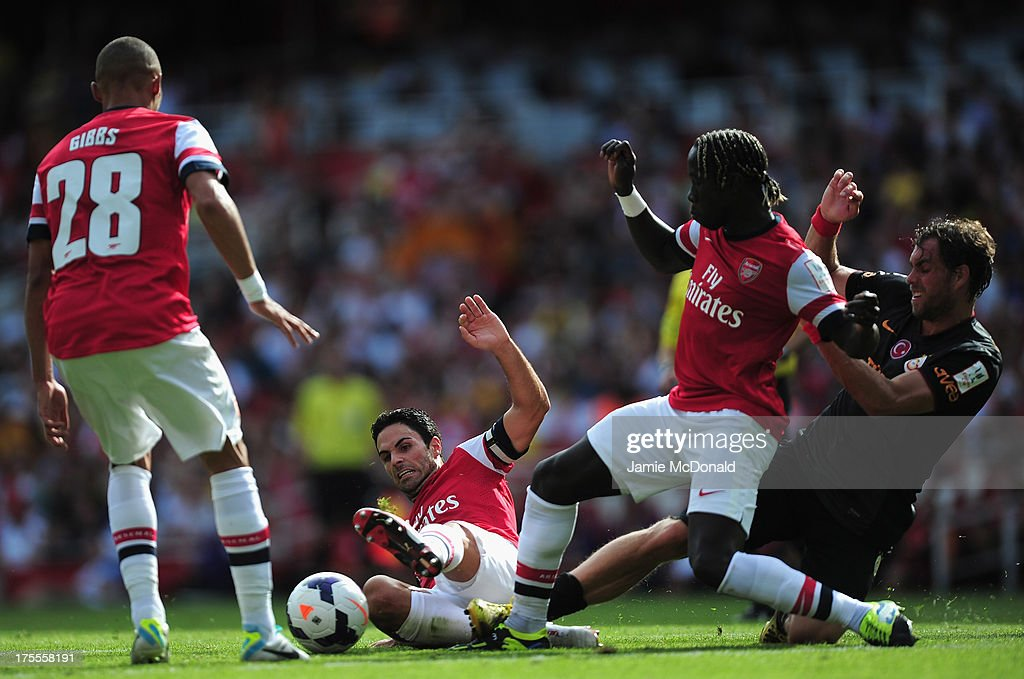 Johan Elmander of Galatasaray battles with Bacary Sagna and Mikel Arteta of Arsenal during the Emirates Cup match between Arsenal and Galatasaray at the Emirates Stadium on August 4, 2013 in London, England.