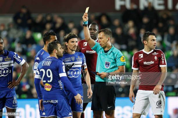 Johan Hamel referre and Gilles Cioni of Bastia receive a yellow card during the Ligue 1 match between Fc Metz and SC Bastia at Stade SaintSymphorien...