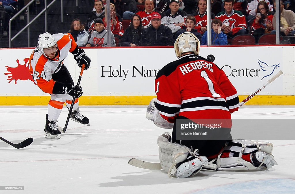 Johan Hedberg #1 of the New Jersey Devils makes a shoulder stop on a shot by Matt Read #24 of the Philadelphia Flyers at the Prudential Center on March 13, 2013 in Newark, New Jersey.