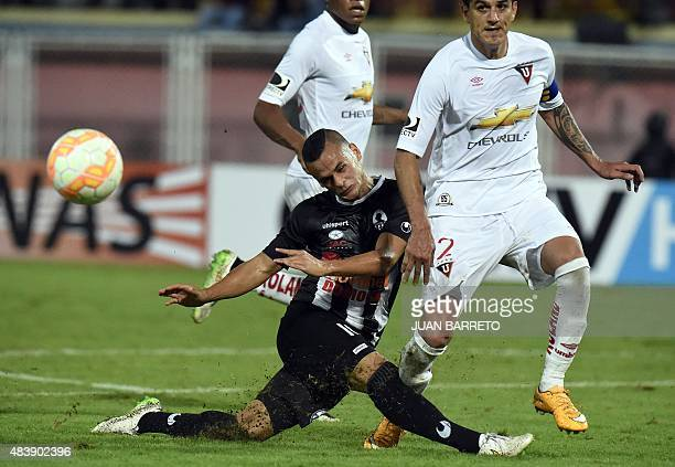 Johan Moreno of Venezuela's Zamora vies for ball with Norberto Araujo of Ecuador's Liga de Quito during their Copa Sudamericana 2015 football match...