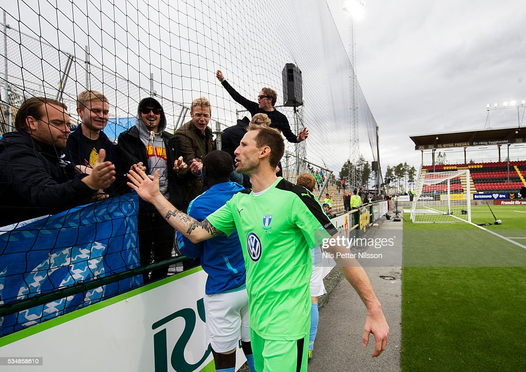 <a gi-track='captionPersonalityLinkClicked' href=/galleries/search?phrase=Johan+Wiland&family=editorial&specificpeople=4457038 ng-click='$event.stopPropagation()'>Johan Wiland</a> goalkeeper of Malmo FF celebrates with the fans after the Allsvenskan match between Ostersunds FK and Malmo FF at Jamtkraft Arena on May 28, 2016 in Ostersund, Sweden.
