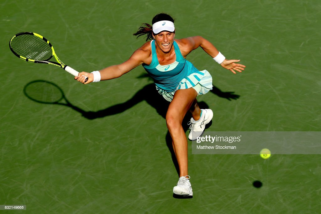 Johanna Konta of Great Britain returns a shot toKiki Bertens of Neherlands during day 4 of the Western & Southern Open at the Lindner Family Tennis Center on August 14, 2017 in Mason, Ohio.