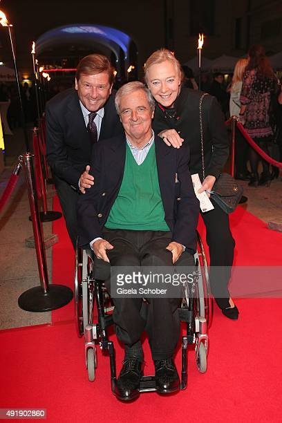 Johannes Heyne Princess Uschi zu Hohenlohe and her husband prince Peter zu Hohenlohe during the Munich premiere of the musical 'Ich war noch niemals...