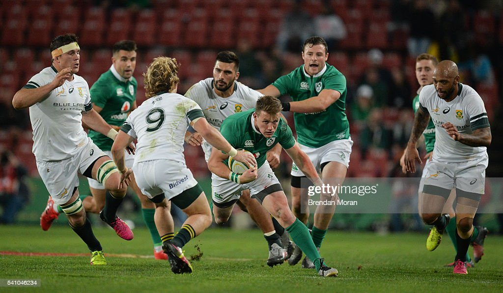 Johannesburg SOUTH AFRICA 18 June 2016 Craig Gilroy of Ireland finds a gap in the South Africa defence during the Castle Lager Incoming Series 2nd...