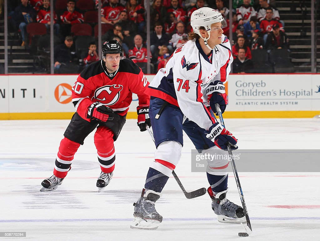 <a gi-track='captionPersonalityLinkClicked' href=/galleries/search?phrase=John+Carlson+-+Eishockeyspieler&family=editorial&specificpeople=7983228 ng-click='$event.stopPropagation()'>John Carlson</a> #74 of the Washington Capitals looks to pass as <a gi-track='captionPersonalityLinkClicked' href=/galleries/search?phrase=Lee+Stempniak&family=editorial&specificpeople=575240 ng-click='$event.stopPropagation()'>Lee Stempniak</a> #20 of the New Jersey Devils defends on February 6, 2016 at Prudential Center in Newark, New Jersey.