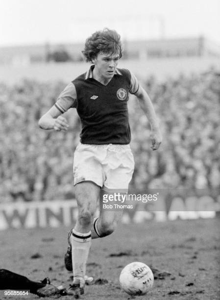 John Deehan in action for Aston Villa against Port Vale in the FA Cup 5th round at Villa Park in Birmingham 26th February 1977 Aston Villa won 30