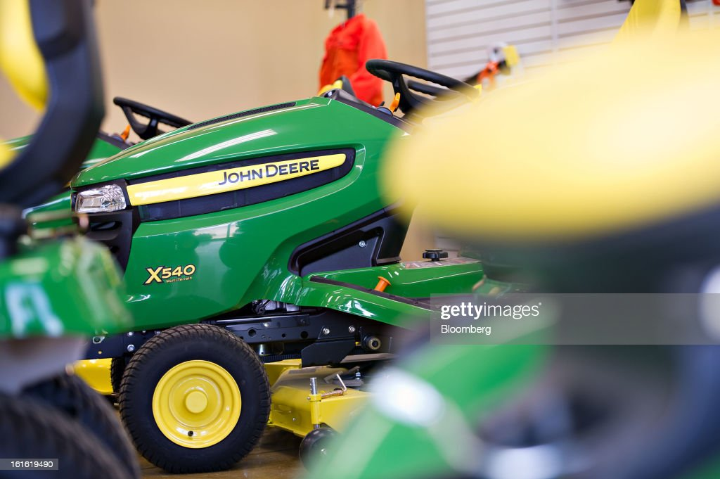 John Deere lawn tractors sit on display at Klein Equipment, a John Deere dealership in Galesburg, Illinois, U.S., on Tuesday, Feb. 12, 2013. Deere & Co., the world's largest maker of agricultural equipment, is scheduled to release quarterly earnings on Feb. 13. Photographer: Daniel Acker/Bloomberg via Getty Images