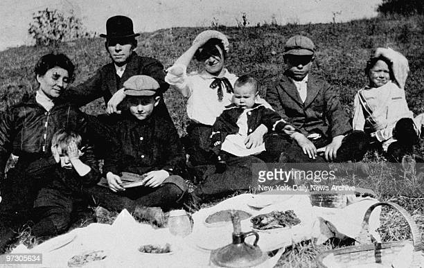 John Dillinger at 10 years old and his family on picnic