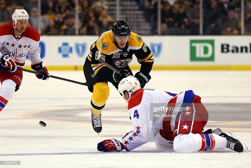 <a gi-track='captionPersonalityLinkClicked' href=/galleries/search?phrase=John+Erskine&family=editorial&specificpeople=215268 ng-click='$event.stopPropagation()'>John Erskine</a> #4 of the Washington Capitals deflects the puck from <a gi-track='captionPersonalityLinkClicked' href=/galleries/search?phrase=Kevan+Miller&family=editorial&specificpeople=8236132 ng-click='$event.stopPropagation()'>Kevan Miller</a> #86 of the Boston Bruins during a game at the TD Garden on March 1, 2014 in Boston, Massachusetts.