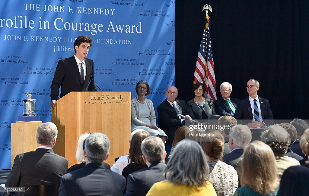 an introduction to the president john f kennedys profiles in courage Former president barack obama returned to the spotlight sunday to accept an award for political courage from the john f kennedy family, days after house republicans won passage of a bill .