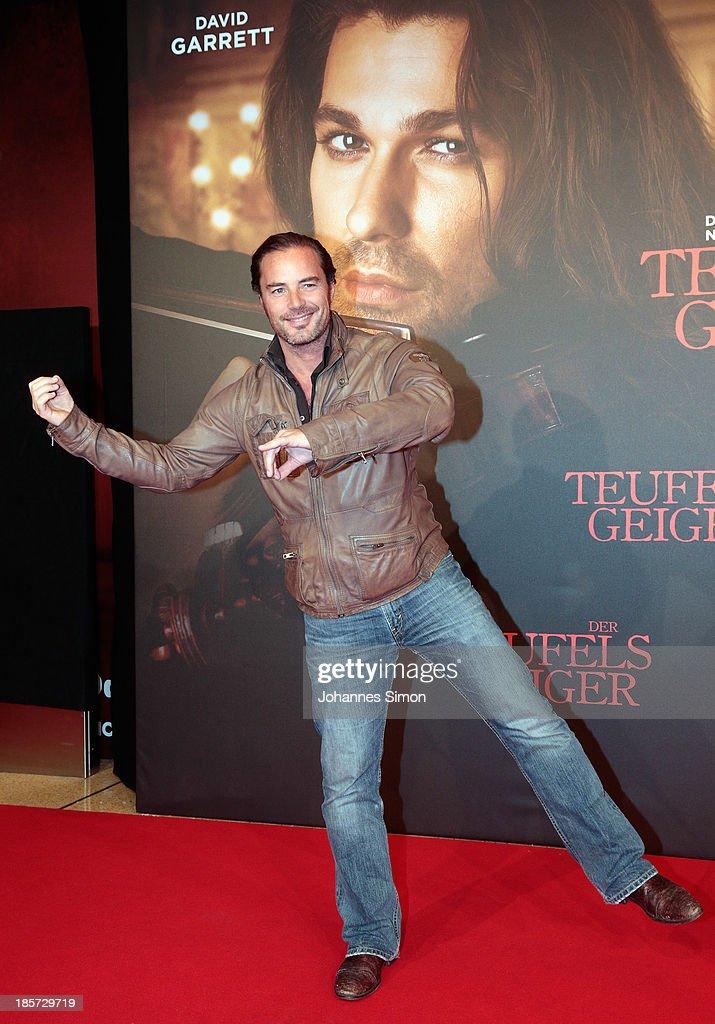 John Friedmann arrives for the 'Der Teufelsgeiger' Premiere on October 24, 2013 in Munich, Germany.