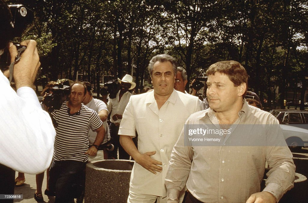 John Gotti, center, enters the Brooklyn Federal courthouse with Sammy 'The Bull' Gravano May 1986 in New York City.