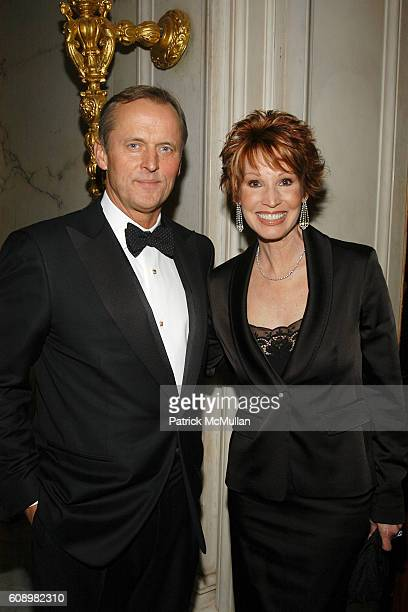 John Grisham and Sandra Brown attend BARBARA GOLDSMITH Receives Authors Guild Distinguished Service Award at The Metropolitan Club on May 21 2007 in...