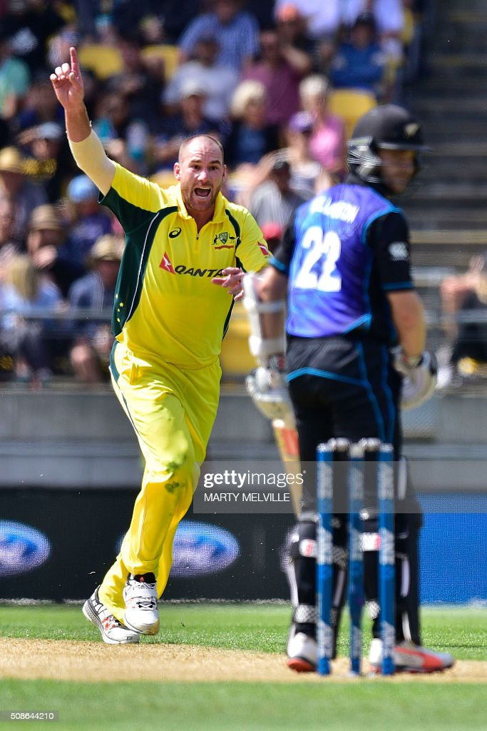 John Hastings (L) of Australia appeals for a LBW call on Kane Williamson (R) of New Zealand during the 2nd one-day international cricket match between New Zealand and Australia at Westpac Stadium in Wellington on February 6, 2016. AFP PHOTO / MARTY MELVILLE / AFP / Marty Melville