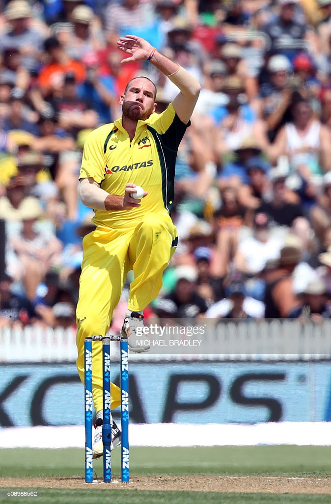 John Hastings of Australia bowls during the third one-day international cricket match between New Zealand and Australia at Seddon Park in Hamilton on February 8, 2016.   AFP PHOTO / MICHAEL BRADLEY / AFP / MICHAEL BRADLEY