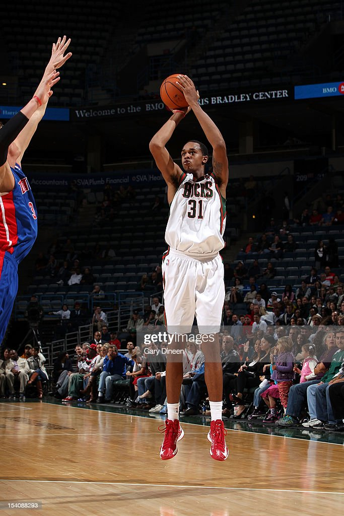 John Henson #31 of the Milwaukee Bucks shoots against <a gi-track='captionPersonalityLinkClicked' href=/galleries/search?phrase=Jonas+Jerebko&family=editorial&specificpeople=5942357 ng-click='$event.stopPropagation()'>Jonas Jerebko</a> #33 of the Detroit Pistons during the NBA preseason game on October 13, 2012 at the BMO Harris Bradley Center in Milwaukee, Wisconsin.