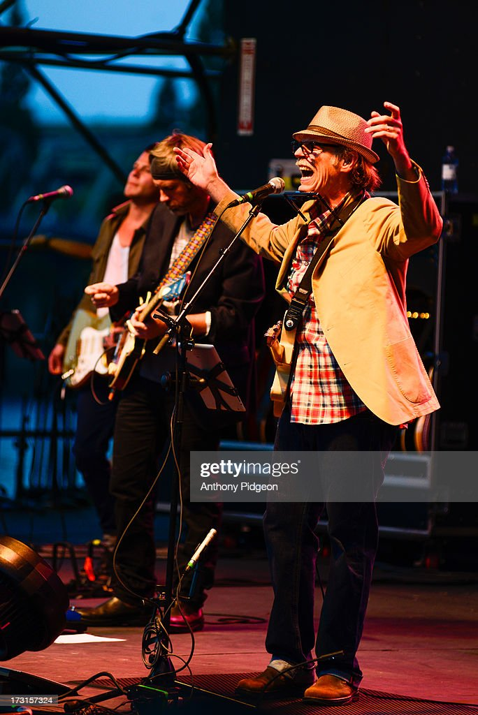 <a gi-track='captionPersonalityLinkClicked' href=/galleries/search?phrase=John+Hiatt&family=editorial&specificpeople=2311897 ng-click='$event.stopPropagation()'>John Hiatt</a> & The Combo perform on stage on Day 3 of Waterfront Blues Festival at Tom McCall Waterfront Park on July 7, 2013 in Portland, Oregon.