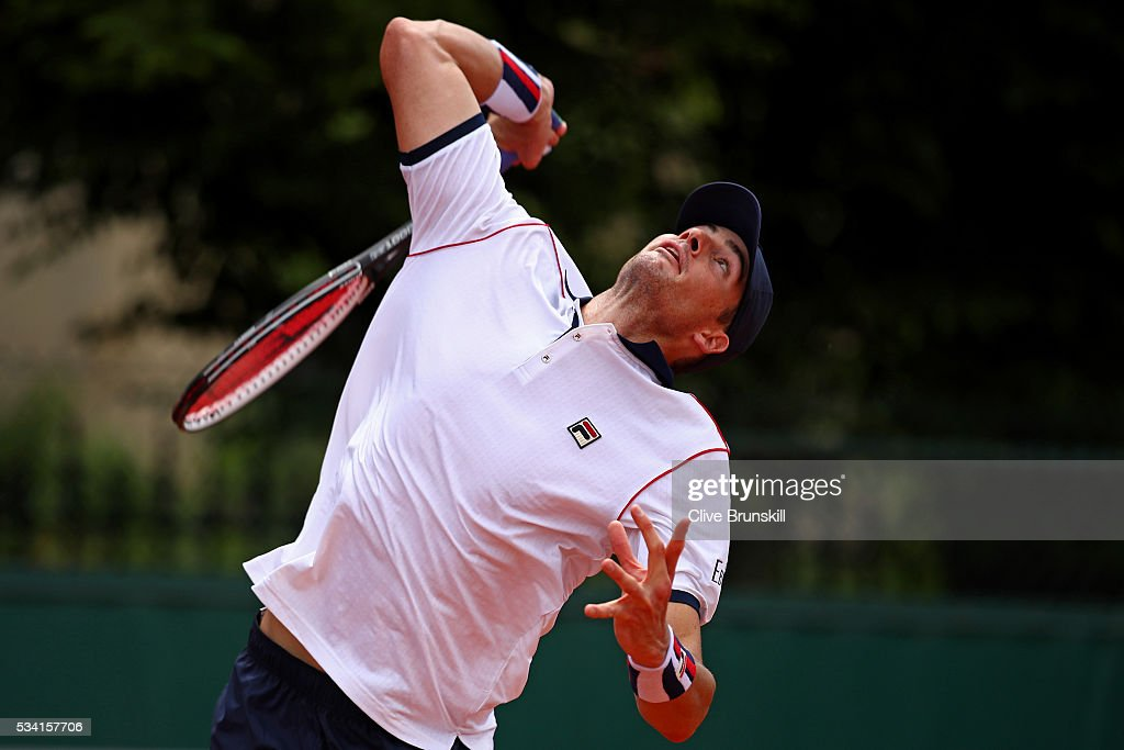 <a gi-track='captionPersonalityLinkClicked' href=/galleries/search?phrase=John+Isner+-+Tennis+Player&family=editorial&specificpeople=4439464 ng-click='$event.stopPropagation()'>John Isner</a> of the United States serves during the Men's Singles second round match against Kyle Edmund of Great Britain on day four of the 2016 French Open at Roland Garros on May 25, 2016 in Paris, France.